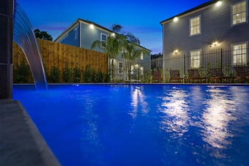 Picture of Stunning 4 BR w Pool by Hosteeva in New Orleans