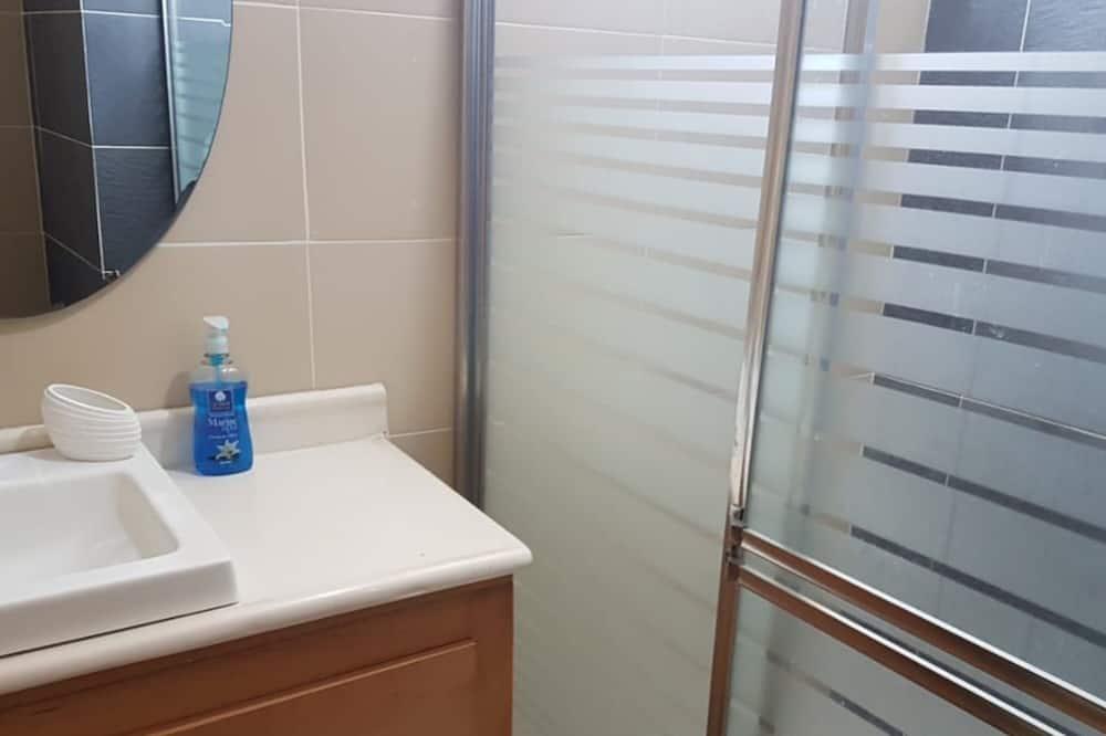 Deluxe Studio - Bathroom