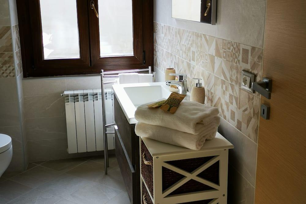 Triple Room, Shared Bathroom (Cielo) - Bathroom