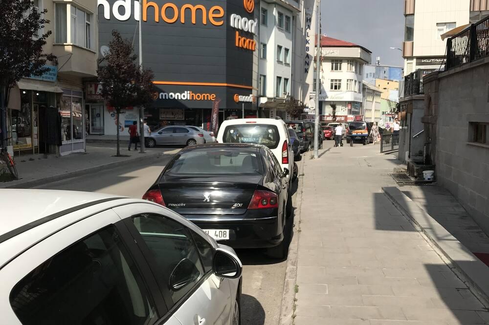 Standardní třílůžkový pokoj - Výhled na ulici