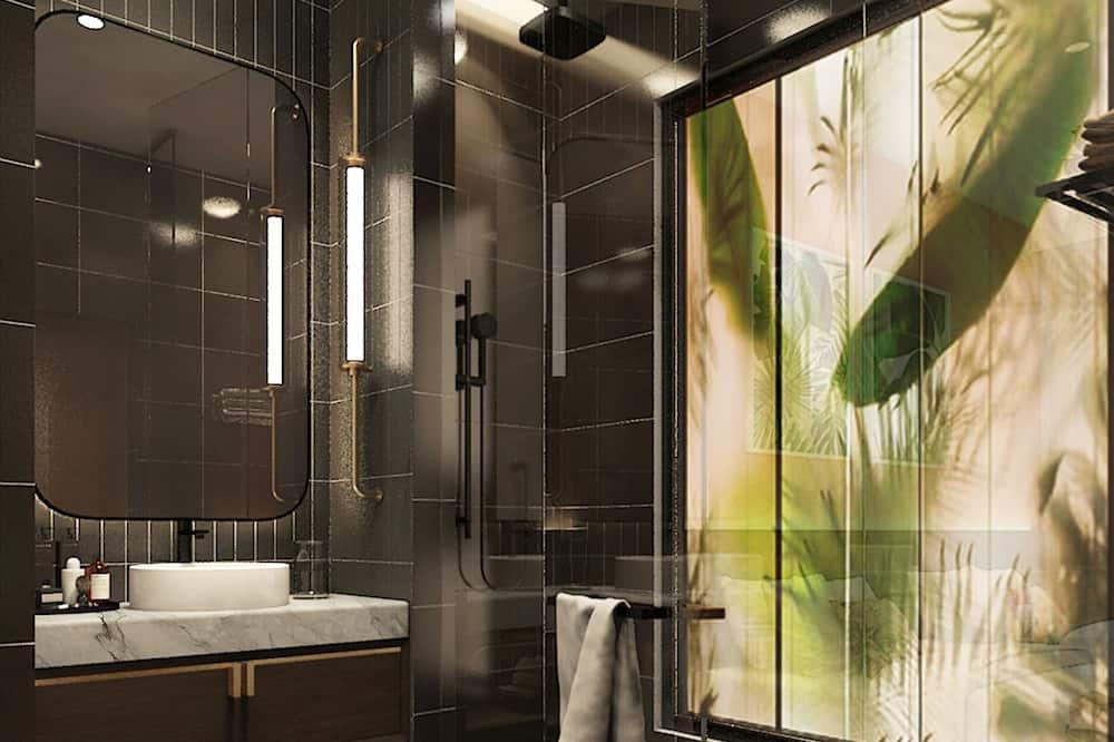 Deluxe King Room - Bathroom