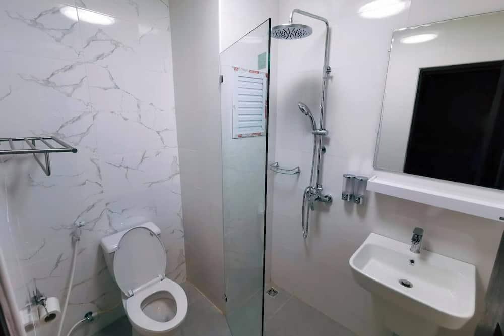 Standard Double Room, Balcony, City View - Bathroom