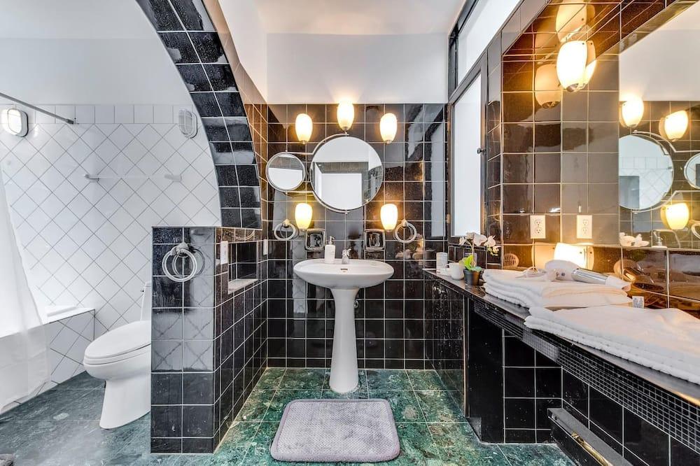 House, 2 Bedrooms - Bathroom