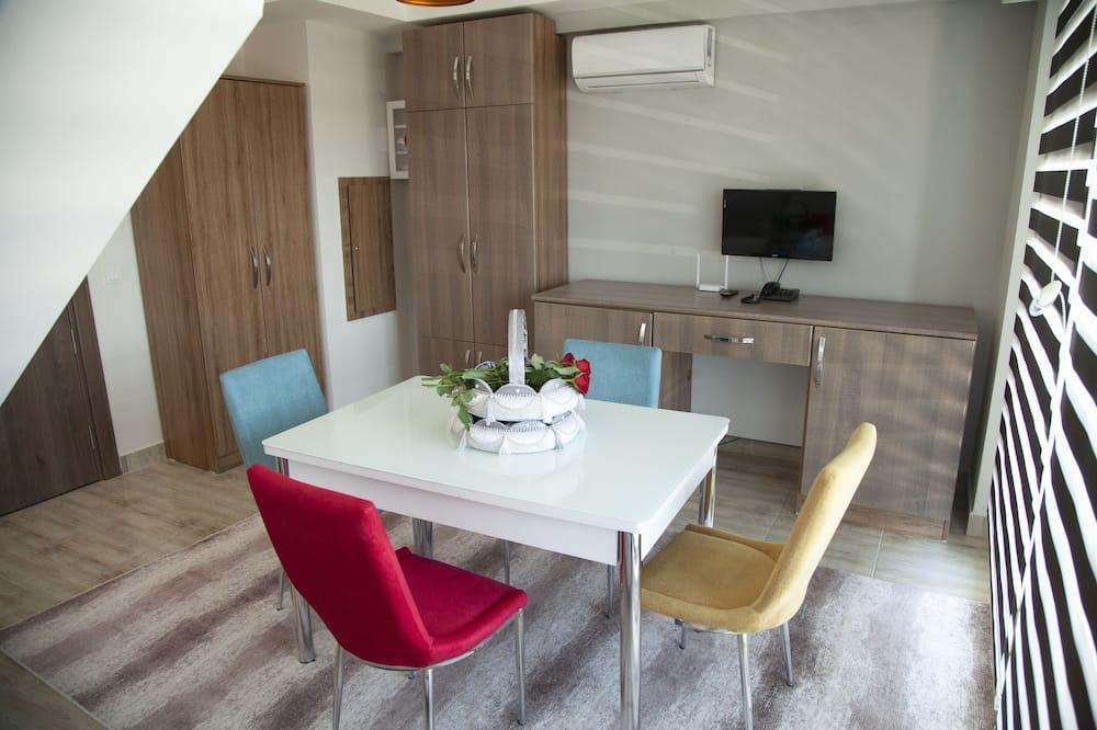 Standard Quadruple Room - Living Area
