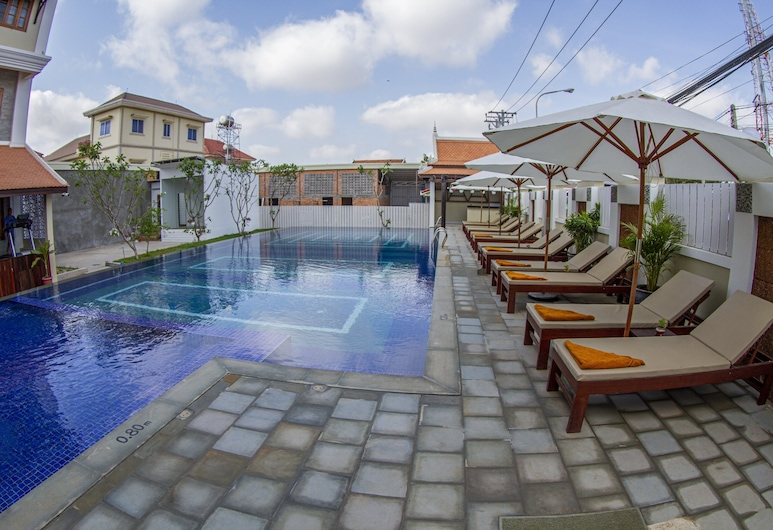Kampong Thom Palace Hotel, Стуенг-Саен, Открытый бассейн