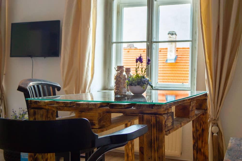 דירה - אזור אוכל בחדר