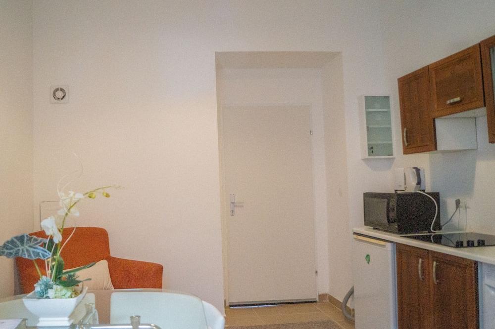 Apartment - Essbereich im Zimmer