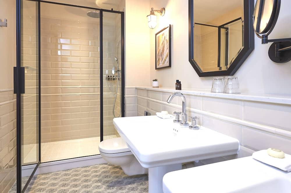 Grand Deluxe Double Room - Bathroom