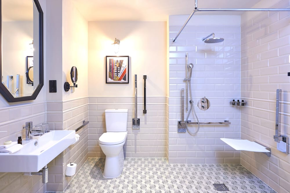 Grand Accessible Double Room - Bathroom