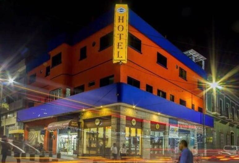 Hotel Los Reyes, Cordoba, Průčelí hotelu ve dne/v noci