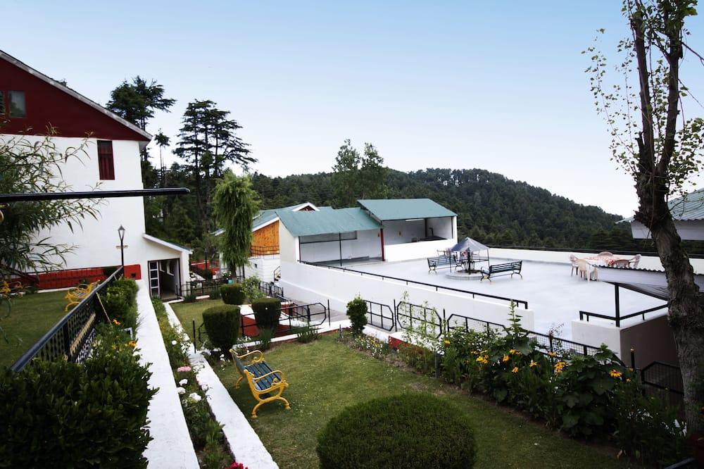 Hill View Upper Wing - Vista al jardín
