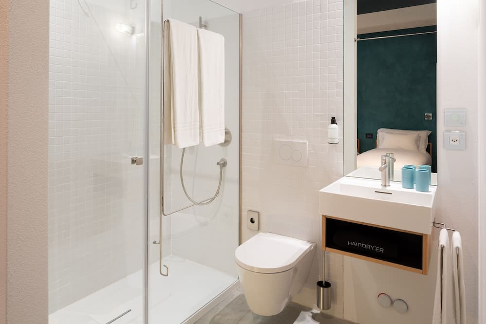 Tek Büyük veya İki Ayrı Yataklı Oda, Göl Manzaralı - Banyo