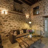 Honeymoon Suite - Property Grounds