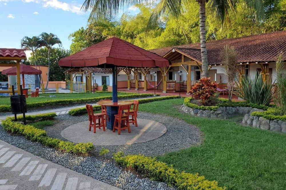 Habitación triple - Vista al patio