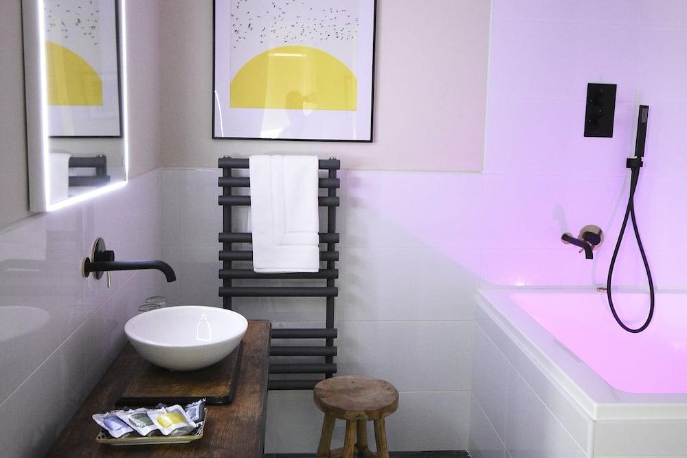 Luxury Double Room, Ensuite, Sea View (Darcy) - Bathroom