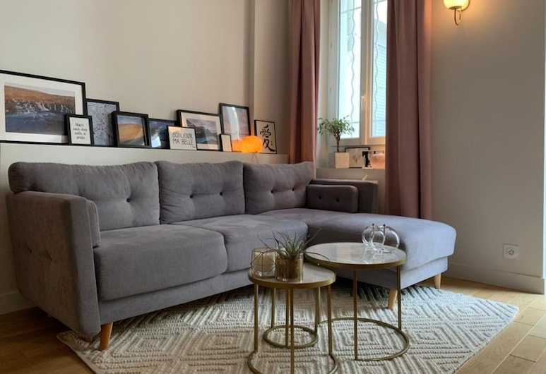 Cosy 1 Bed in the 11th Arr With Private Terrace, Paris
