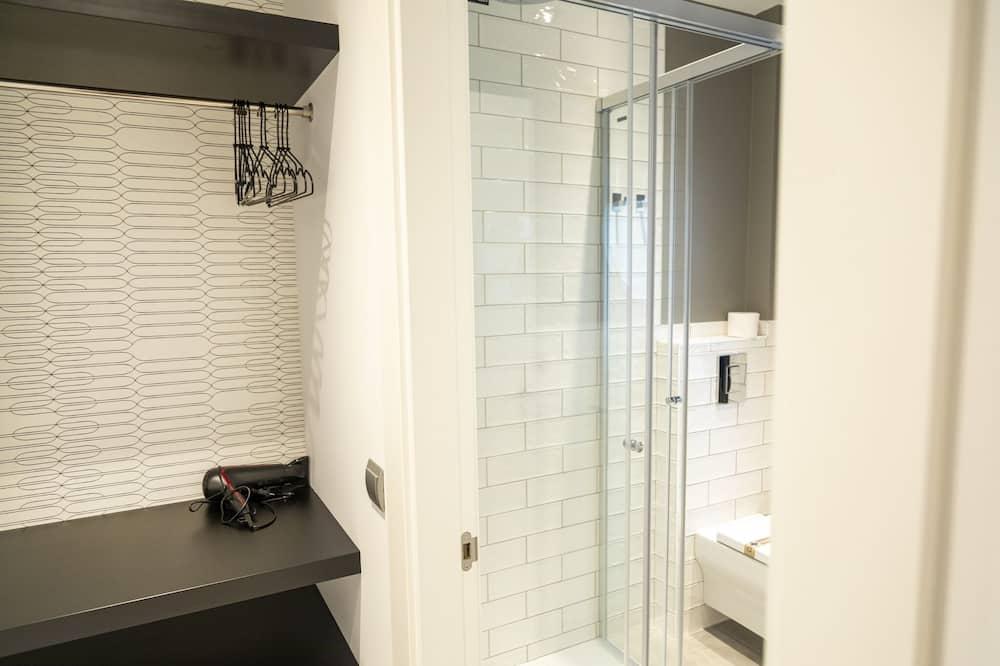 Phòng đôi hoặc 2 giường đơn, Có phòng tắm riêng (3-4) - Phòng tắm