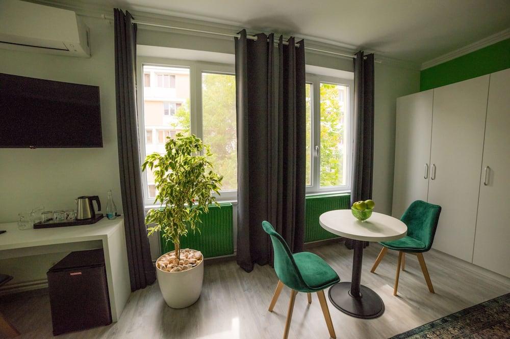 Comfort-Dreibettzimmer, Mehrere Betten, Nichtraucher - Wohnbereich