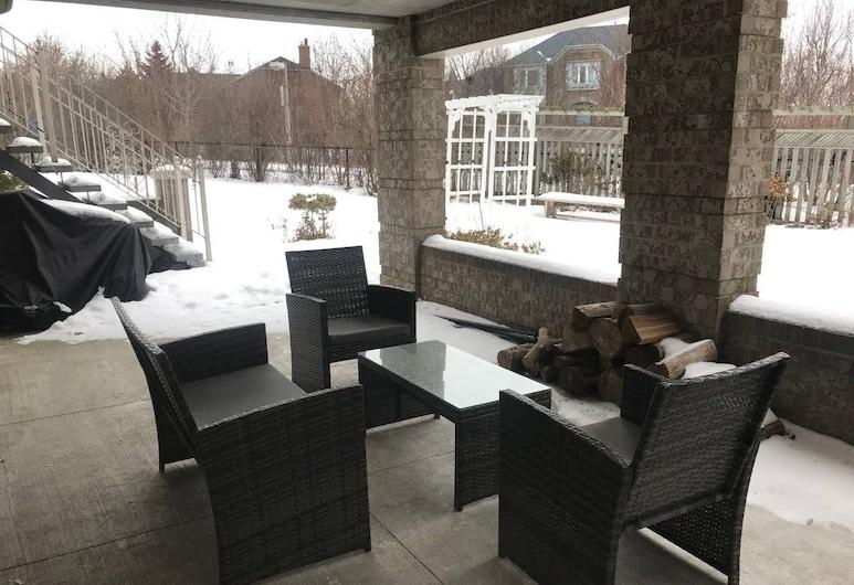 Newly Renovated Luxury 3br+2bath Guest Suite, Brampton, Balkonas