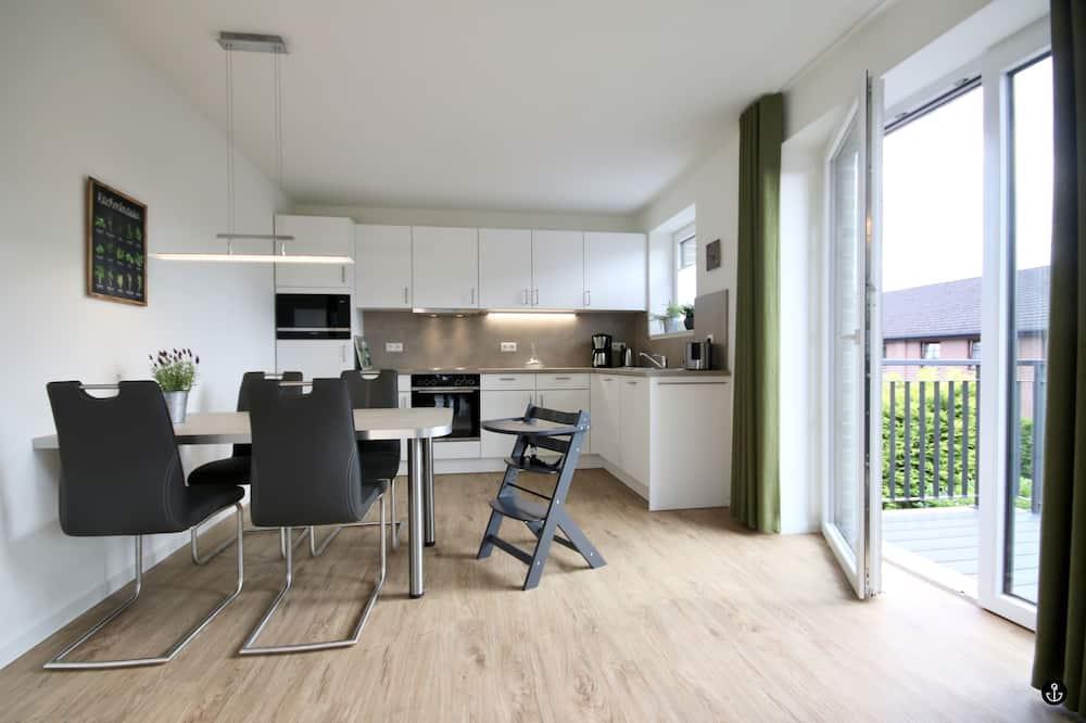 Apartment (Cleaning Fee 85€ & Service Fee 12€) - Tempat Makan dalam Bilik