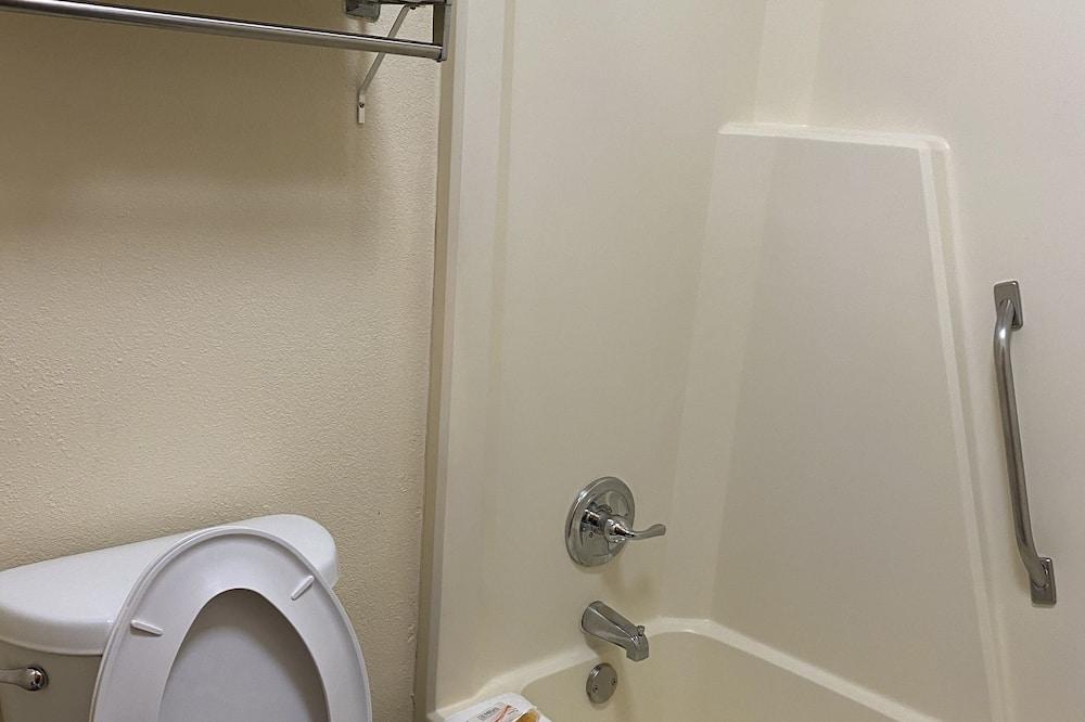 Standard-Doppelzimmer, Raucher - Badezimmer
