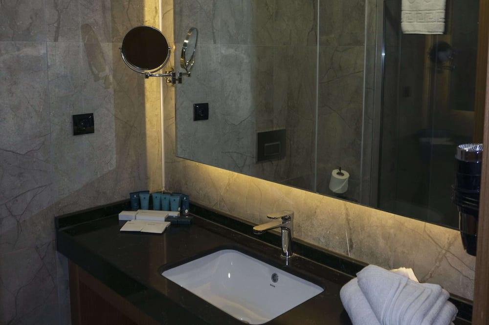 Szoba, 2 egyszemélyes ágy, nemdohányzó - Fürdőszoba