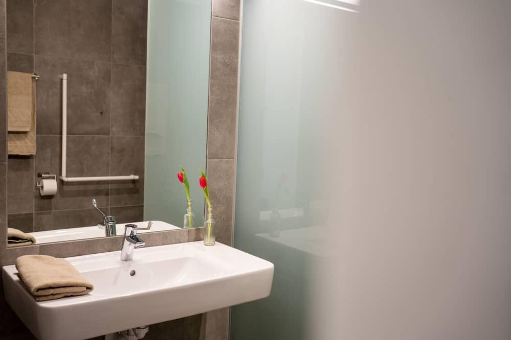 Chambre Double, accessible aux personnes à mobilité réduite - Salle de bain