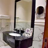 Two Rooms Deluxe with Jacuzzi - Badezimmer