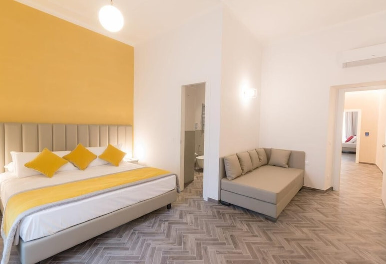 Frattina FF, Rome, Deluxe Triple Room, Guest Room