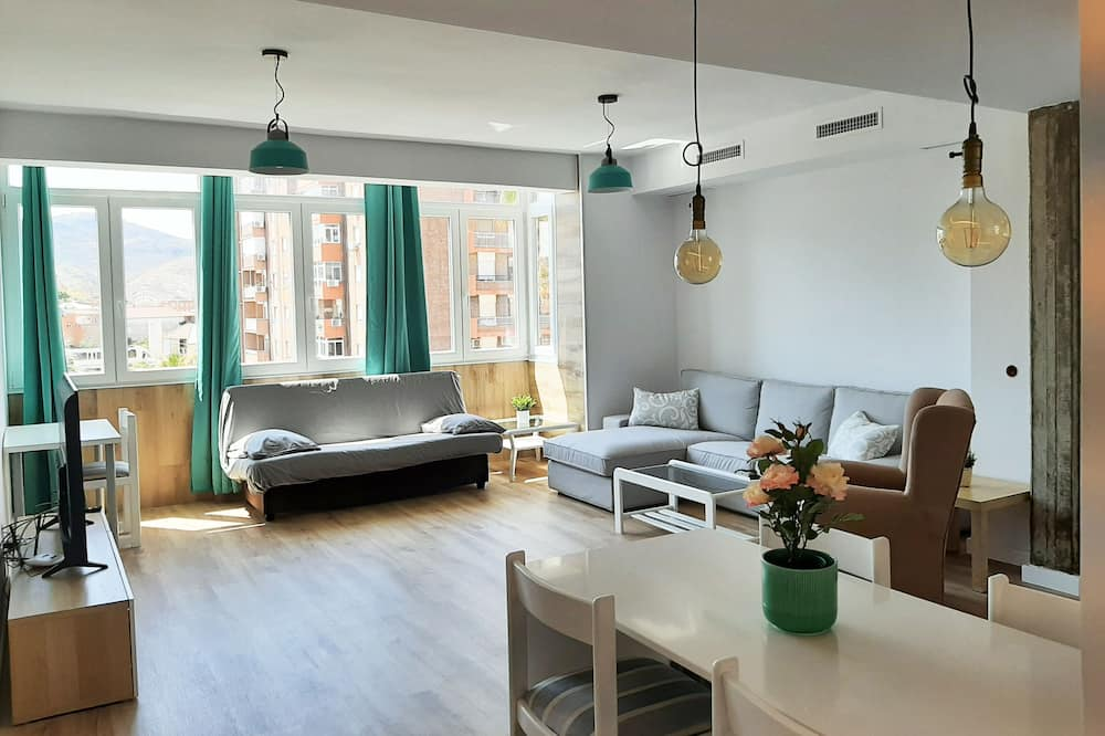 Apartment, 3 Bedrooms (IV) - Living Area