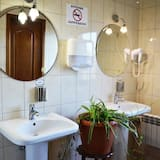 Economy - kolmen hengen huone - Kylpyhuone