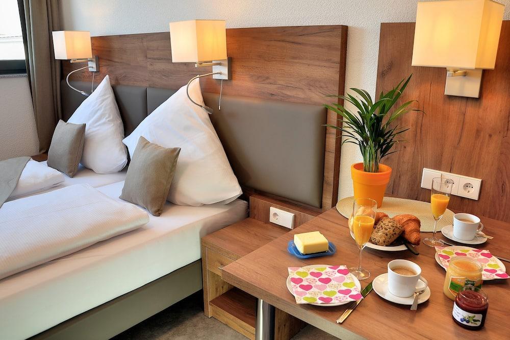 Pokój dwuosobowy z 1 lub 2 łóżkami, standardowy - Wyżywienie w pokoju