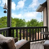 House (NEW Luxury One Block to Main St with ) - Balcony