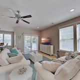 Stylish Island New-build - Game Room, Walk to Beach - 3 Bedroom Townhouse, Tybee Island