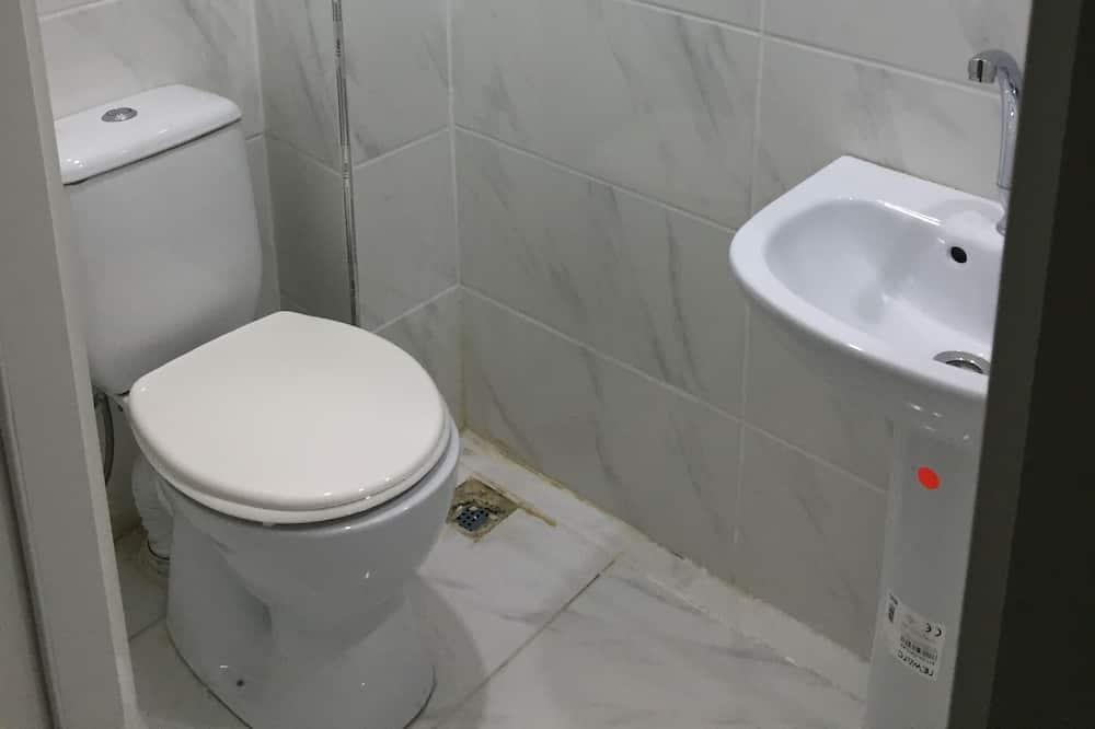 Economy Studio - Bathroom