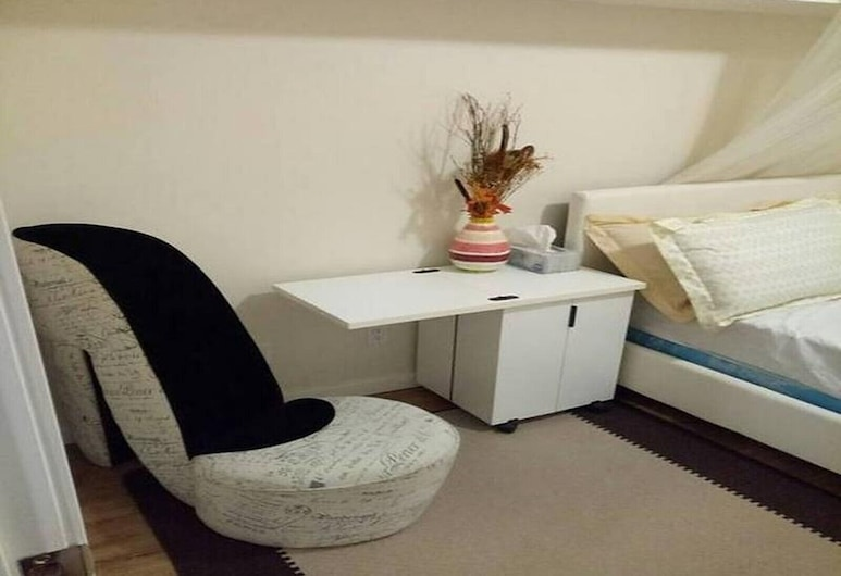 Beautiful Furnished Basement Suite In Airdrie, Airdrie, Diverse