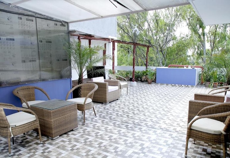Maplewood Guest House, Neeti Bagh, New Delhiit is a Boutiqu Guest House - Room 7, New Delhi, Balkón