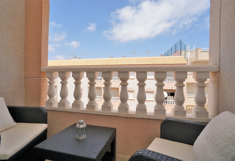 7 Mins From The Beach, Shared Pool Free Wifi, Torrevieja, Balkón