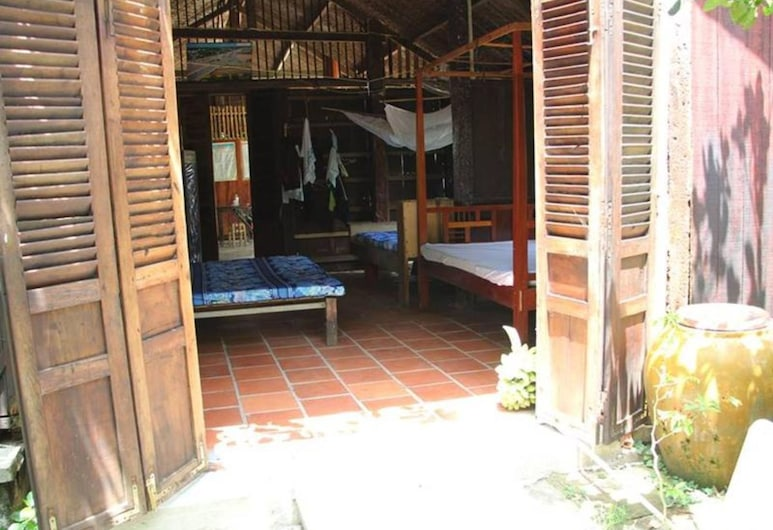 Peaceful Homestay in the Middle of Fruit Garden - Room With Four Double Beds, Ben Tre