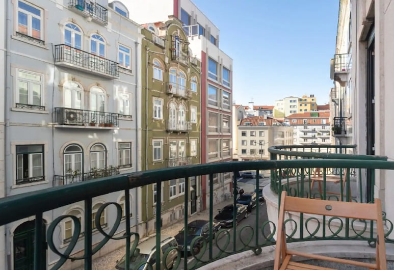 Brand new Fully Furnished Hostel Just 20 Meters From Anjos Metro Station - 7, Lisabon, Balkón