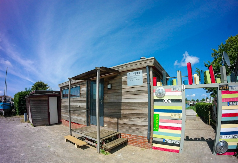 Special Holiday Home a Quiet Location in Front of the Dike Directly on the Lauwe, Anjum