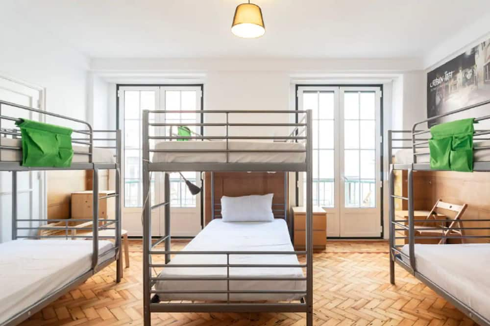 Brand new Fully Furnished Hostel Just 20 Meters From Anjos Metro Station 13, Lisbon