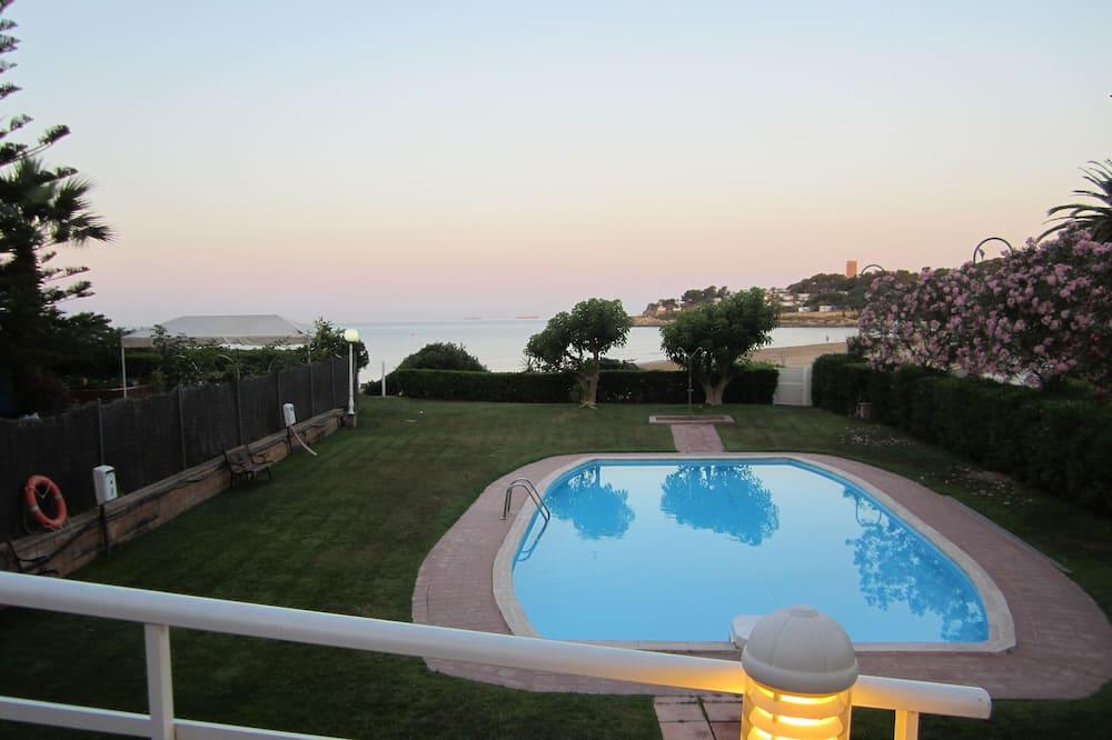 Mora Paradise Complex In Front Of Tarragona Beach
