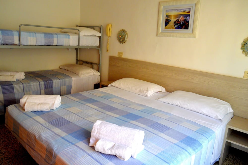 New Hotel Cirene Room for 4 People Half Pension