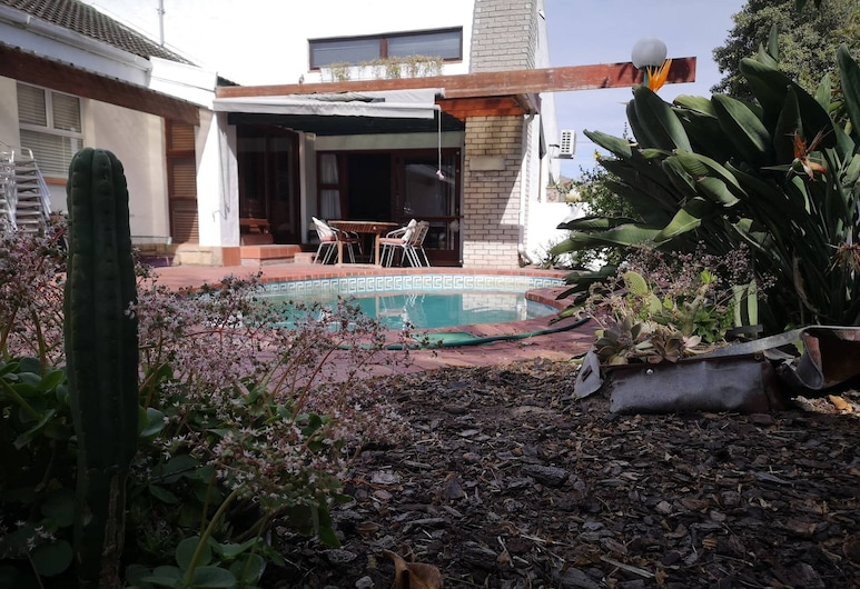 Home Away From Home With Friendly Hosts, Cape Town, Pool