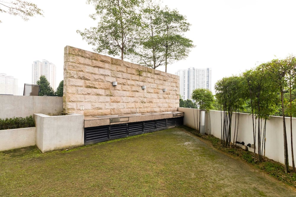Basic Condo, Multiple Beds - Property Grounds