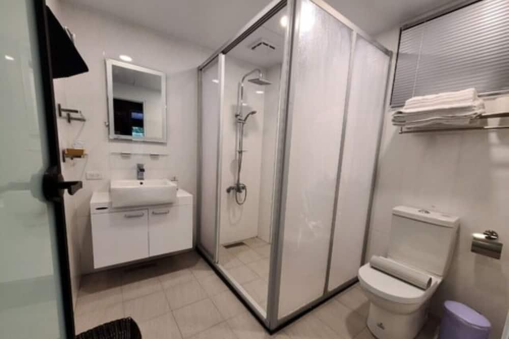 חדר בייסיק לארבעה - חדר רחצה