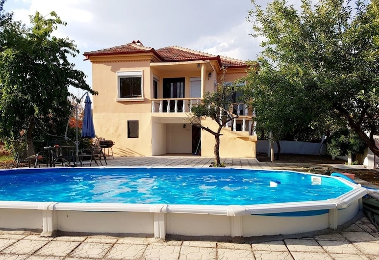 Lovely 3-bed House in Malomir - Yambol District, Tundzha