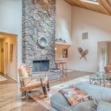 House, Multiple Beds (9 Salishan) - Living Room