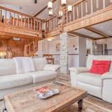 House, Multiple Beds (Lakefront Beachhouse) - Living Room